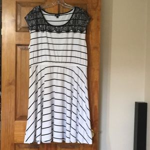 EUC Torrid Black and White Slater Dress Size 2